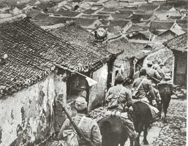 http://www.thewartourist.com/files/asia/eastasia/japan/SEPIA_jap_horse_in_manchurian_village_1931_op_640x496.jpg